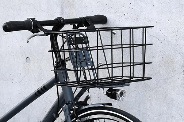 前カゴ付きののクロスバイク